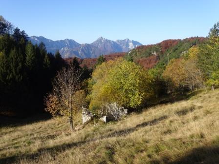 Val di Resia, Sentiero 643 Stolvizza stavoli Lom