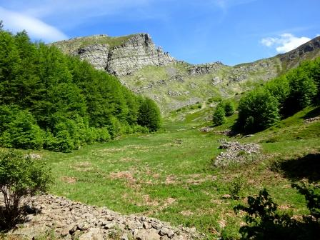 Appennino parmense, Lagoni, alta valle di Badignana con Monte Scala