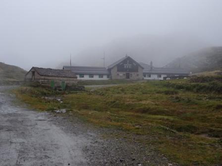 Intorno al Monte Basodino Rifugio Maria Luisa nella nebbia