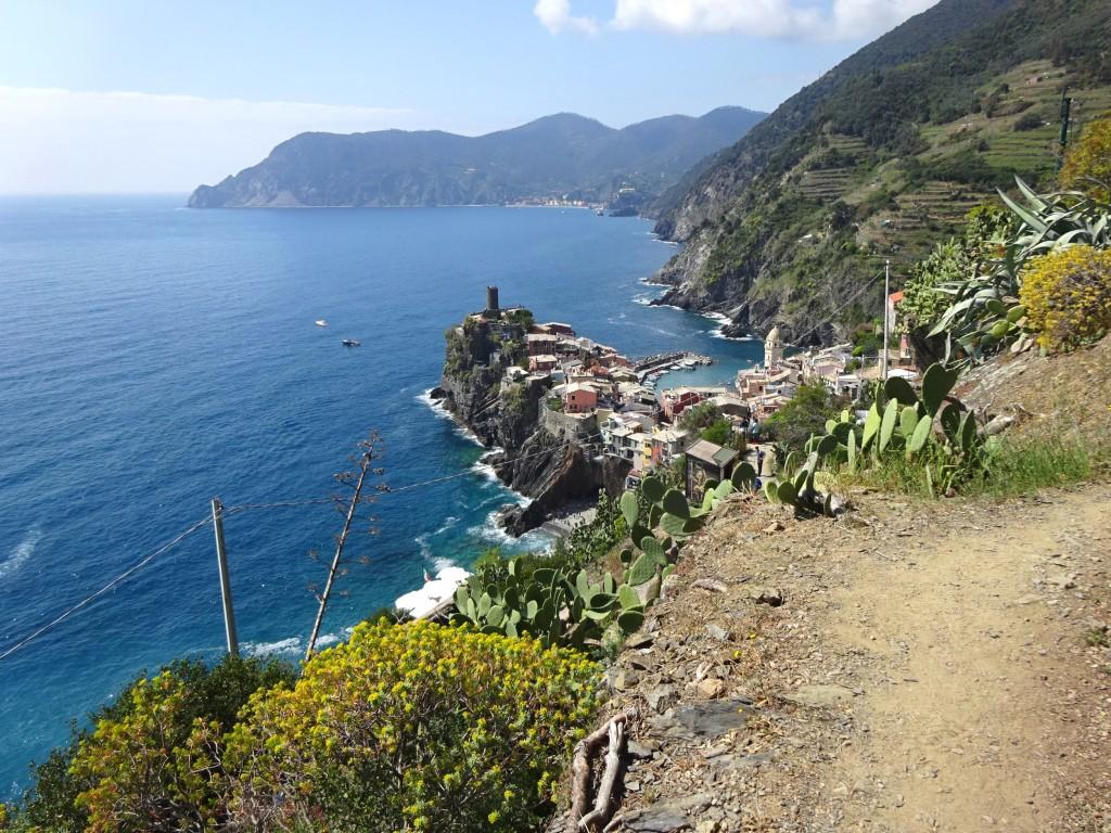Vernazza e Punta Mesco viste dal sentiero per Corniglia