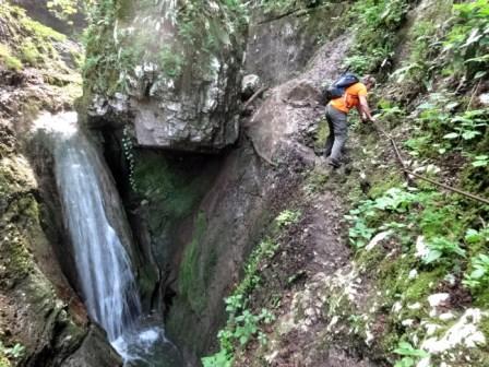 Valsorda traverso Rio Mondrago cascate