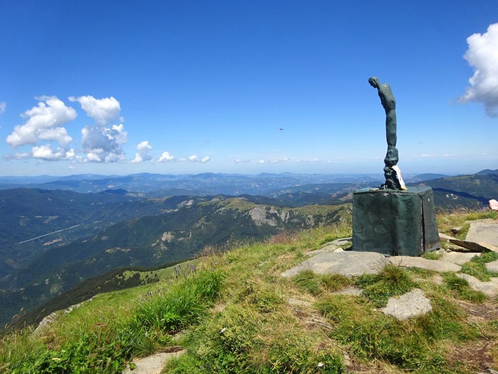 Monte Orsaro vetta statua