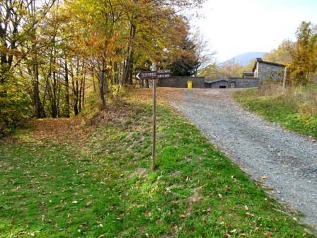 Castellino di Riolunato, cimitero e sentiero natura