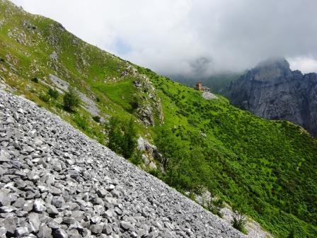 Giro del Monte Sagro Casa dei Pisani Picco di Navola