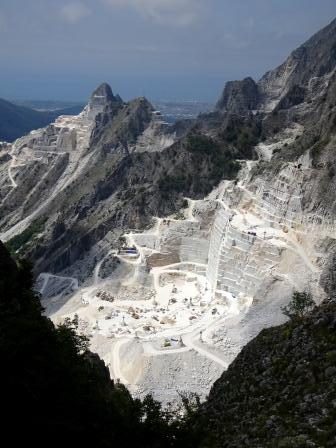 Giro del Monte Sagro cave Campanili